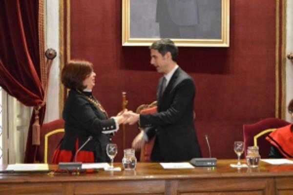Alcalde PSOE Alcala entrega vara mando cofrade Santa Agueda 2016