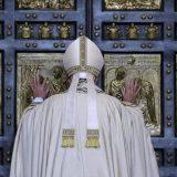 Bergoglio puerta misericordia 2016