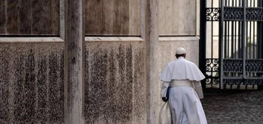 Bergoglio saliendo