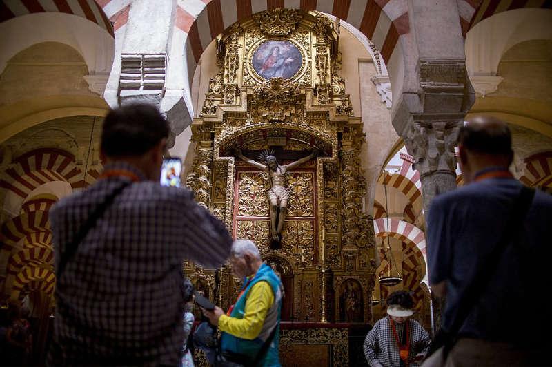 mezquita de Cordoba y simbolos catolicos 2016