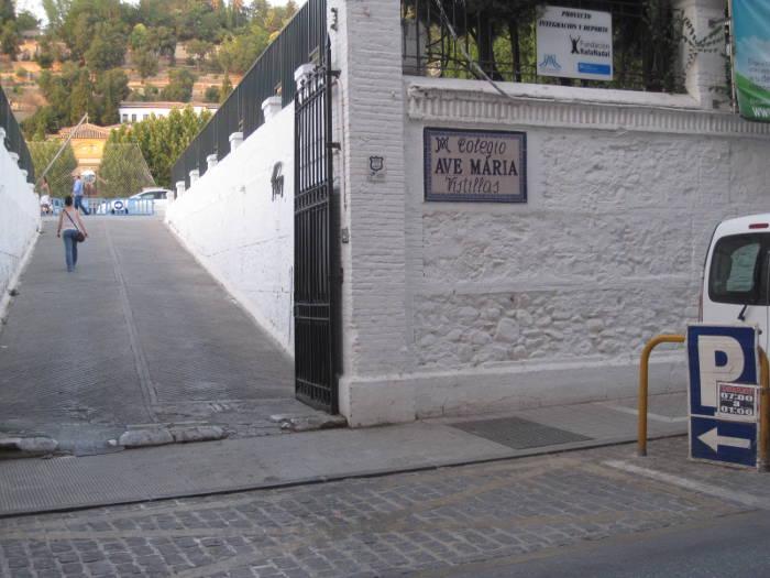 Acceso al aparcamento del Ave María en el Realejo