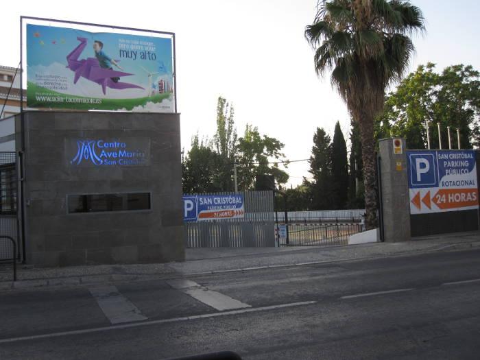 Entrada al aparcamiento del Ave María San Cristóbal en el Albayzín