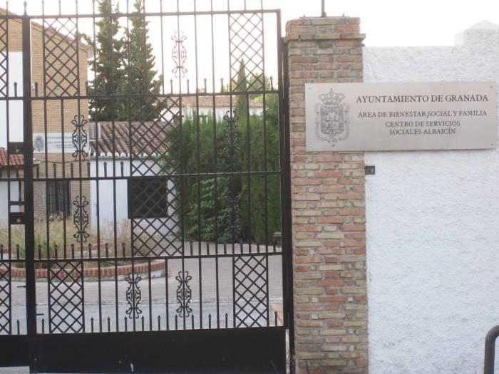 Servicios Sociales municipales en un local del Ave Maria exento del IBI pero por el que se pagan 3.000 euros al mes.