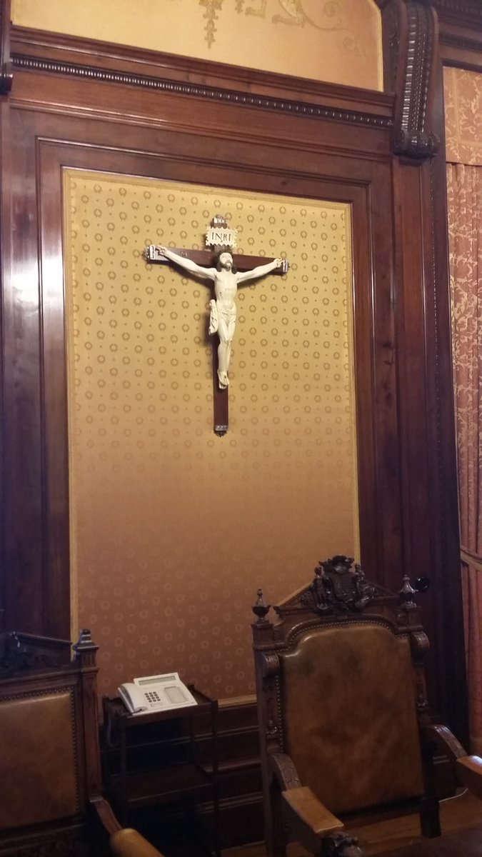 Crucifijo diputacion Gizpuskoa