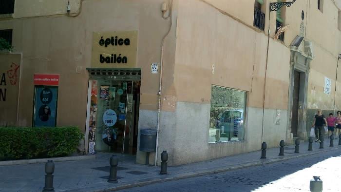 Uno de los dos locales comerciales en el Monasterio de la Encarnación en la calle San Jerónimo