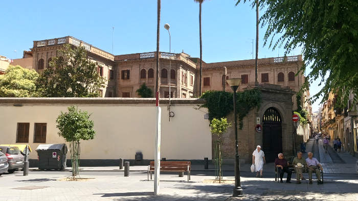 Palacete en Plaza de Gracia con oficinas pastorales