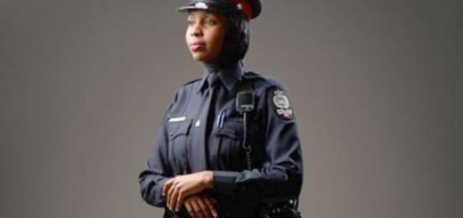 policia con hiyab velo Canada 2016