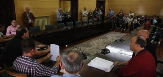 altercados en la concetracion contra la retirada de la virgen del carbayo del ayuntamiento de langreo 27/9/2016 foto: Juan Carlos Roman