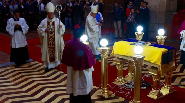 entierro-obispo-caicedo-ecuador-2016