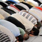 musulmanes-orando-mezquita