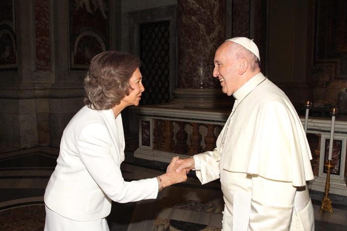 reina Sofia canonizacion Teresa Calcuta 2016 con Bergoglio
