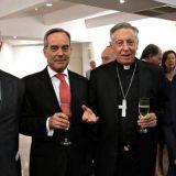 Hernán Mathieu rector de la UC junto a Héctor Aguer arzobispo de L Plata, los dos que tienen copas