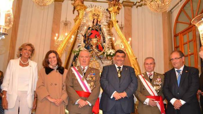La Virgen de la Estrella en Los Santos de Maimona (Badajoz) luciendo el fajín del Teniente General.