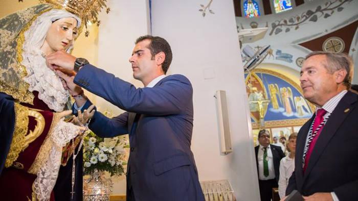 alcalde-almeria-impone-medalla-virgen-de-la-estrella-2016