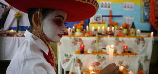 alumnos-mexicanos-altares-dia-muertos