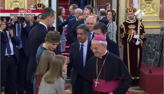 apeertura-cortes-2016-infanta-inclinada-ante-el-nuncio-vaticano