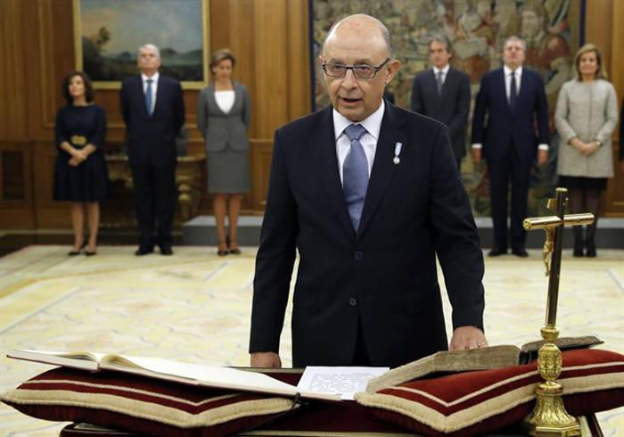 jura-toma-posesion-ministros-pp-2016-hacienda-montoro