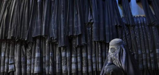 mujer-y-tienda-burka
