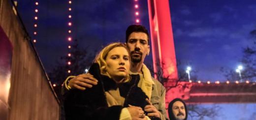 pareja-junto-al-club-reina-estambul-tras-atentado-2016