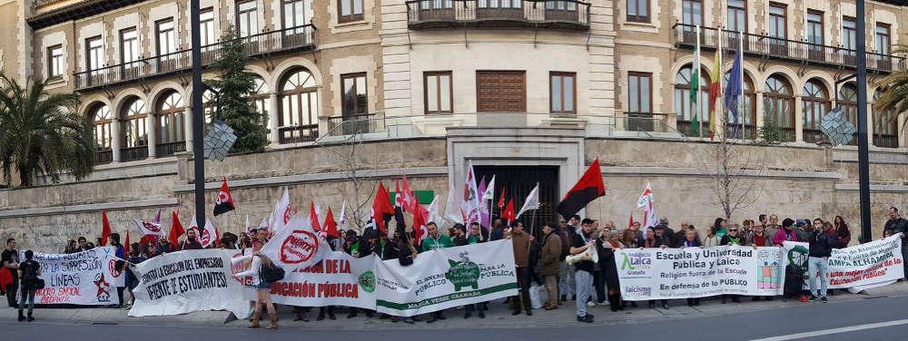 Concentracion Escuela Publica no conciertos Granada Laica 2017 a
