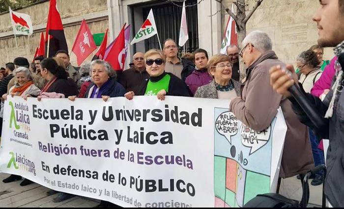 Concentracion Escuela Publica no conciertos Granada Laica 2017 d