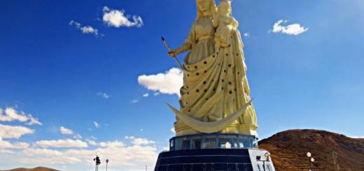 Monumento Virgen de Socavon en Oruro Bolivia