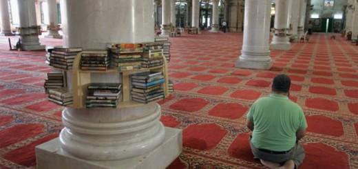 mezquita-gente-rezando