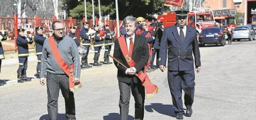 alcalde Zaragoa Pedro Santisteve y bomberos 2016