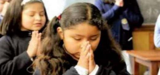 rezando aula Argentina