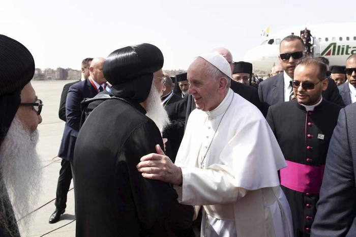 Bergoglio con coptos en Egipto 2017