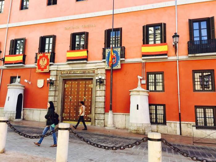 bandera militares media asta Granada 2017