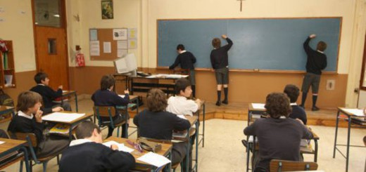 escuela aula clase concertada crucifijo
