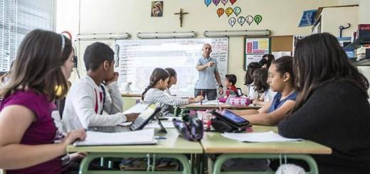 escuela concertada aula clase crucifijo