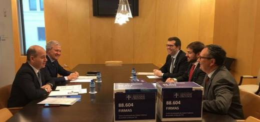 Abogados Cristianos entregan Congreso Misa RTVE 2017