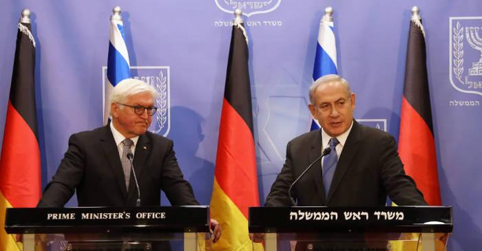 El presidente de Alemania, Frank-Walter Steinmeier, y el primer ministro israelí, Benjamín Netanyahu, en Jerusalén. RONEN ZVULUN REUTERS