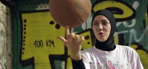 Jugadora de baloncesto con hiyab