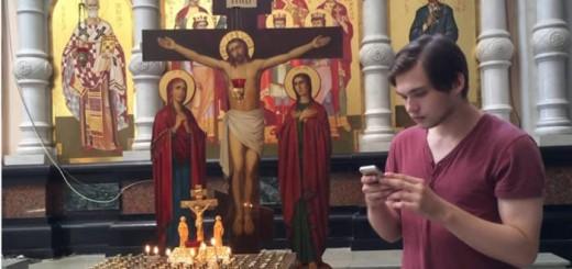 Ruslán Sokolovski juega a Pokémon Go en la catedral en un vídeo difundido en Youtube