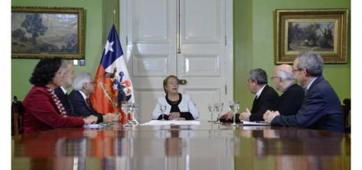Bachelet presidenta Chile comision visita Bergoglio 2017