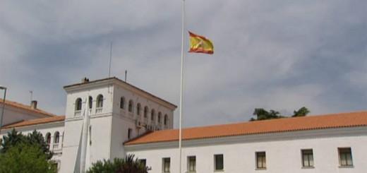 bandera a media asta en cuartel Artilleria Fuencarral