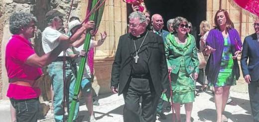alcaldesa y obispo misa Requena Palencia 2017