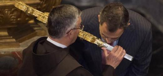 rey besando cruz Liebana 2017