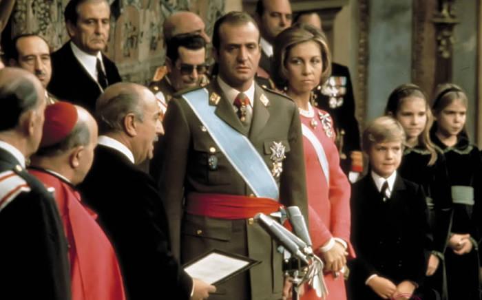 rey-coronado-tras-la-muerte-de-franco