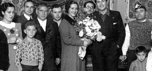 Valencia, noviembre de 1937. Carmencita Arroyo, «Musa de la Prensa», y el oficial de telégrafos Matías Morales, contrajeron matrimonio en la Federación de Comunicaciones de Valencia