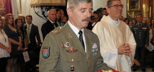 Donacion fajin-teniente-general La-Palma Huelva 2017