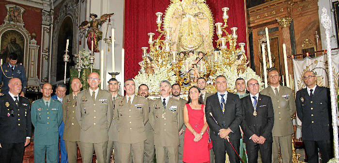 Donacion fajin-teniente-general La-Palma Huelva 2017 a