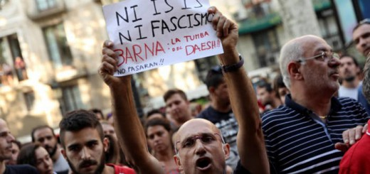 Vecinos Barcelona contra fascistas xenofobos 2017