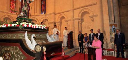 alcaldesa Segovia PSOE renovando voto a San Roque 2017