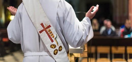 cura iglesia catolica