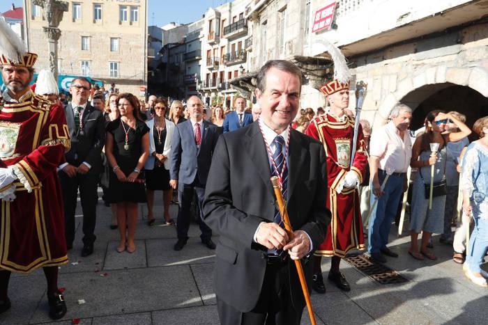 procesion Cristo Victoria Vigo 2017 alcalde