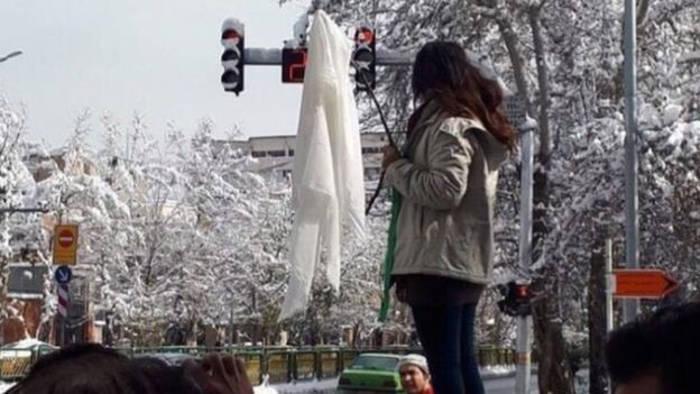 Resultado de imagen para Mujeres iraníes & Velo La segunda ola de la lucha de la mujer iraní contra el velo